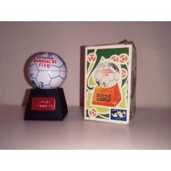 Sacapuntas miniatura emblema FIFA con base PLAYME