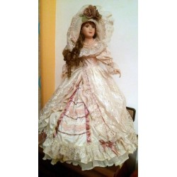 Muñeca de porcelana vintage alta