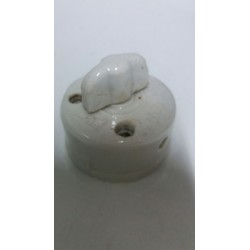 Antiguo interruptor de porcelana