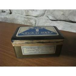 Antigua caja metálica - agua de mesa